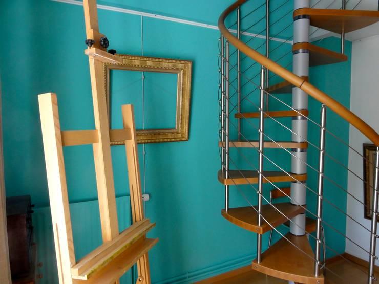 Maison au piano noir: Couloir et hall d'entrée de style  par Agence d'architecture intérieure Laurence Faure
