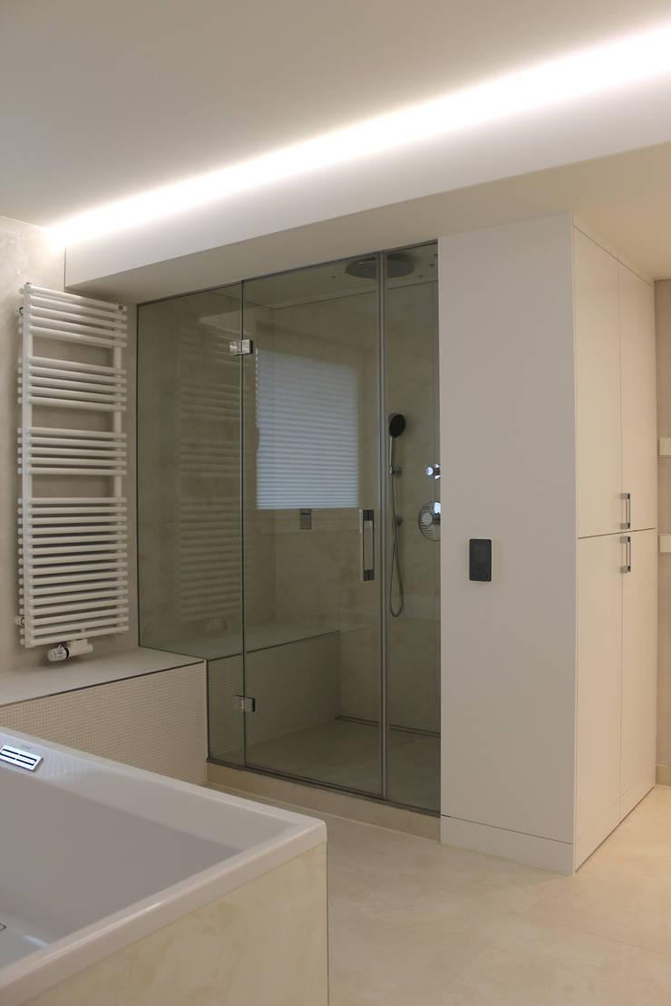 Badezimmer MS:  Badezimmer von Schreinerei & Innenarchitektur Bührer,Modern