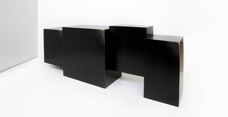 Buffet TW: Maison de style  par ARCA (Atelier de Recherche et de Création en Ameublement)