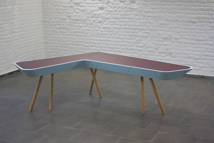 Schreibtisch: moderne Arbeitszimmer von Alexander Munk