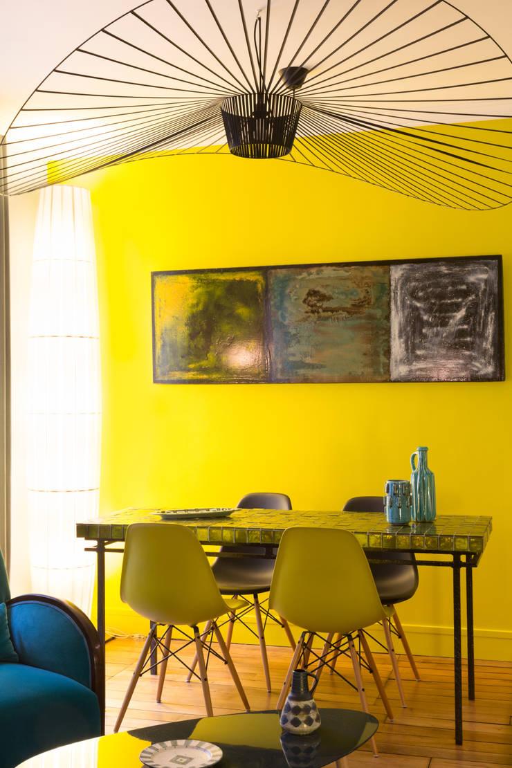 Appartement plume de paon:  de style  par Agence d'architecture intérieure Laurence Faure