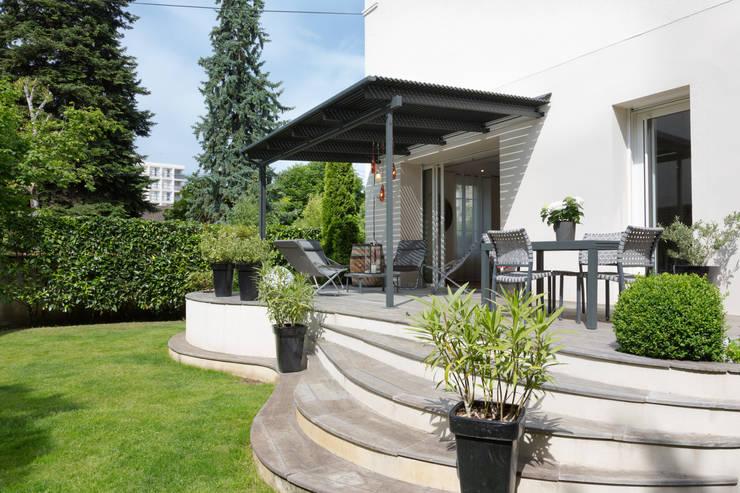 Un écrin pour oeuvres d'art: Jardin de style  par Agence d'architecture intérieure Laurence Faure