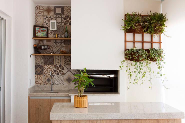 Apartamento Ipiranga I: Terraços  por Erica Souza Interiores,
