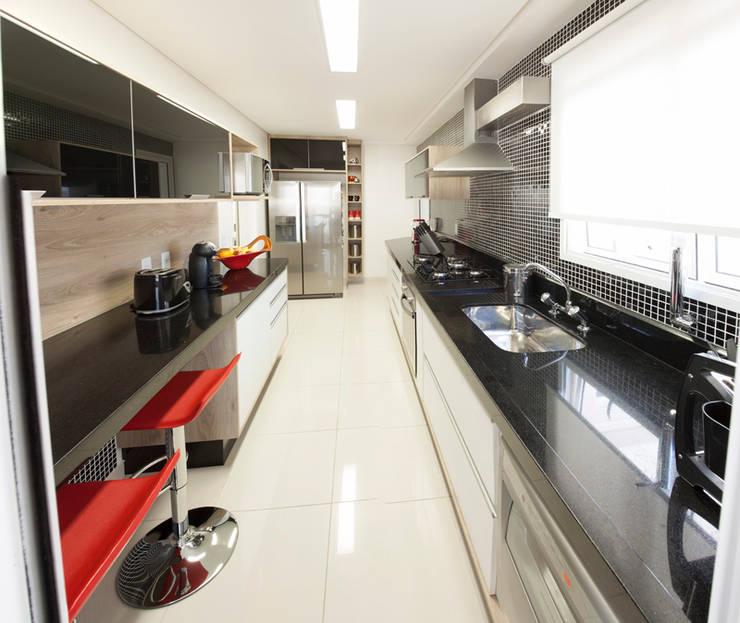 Apartamento Ipiranga I: Cozinhas  por Erica Souza Interiores,