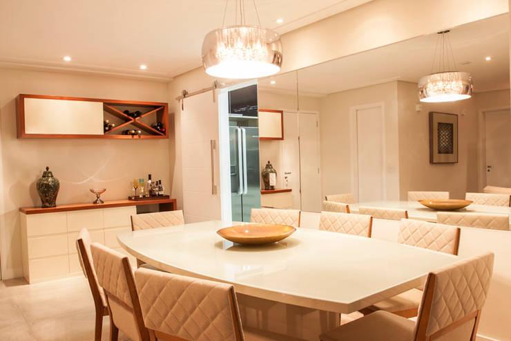 Apartamento Ipiranga I: Salas de jantar  por Erica Souza Interiores,