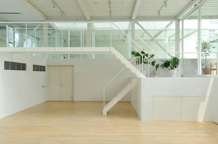 Casas de estilo  por studio M architects / 有限会社 スタジオ エム 一級建築士事務所,