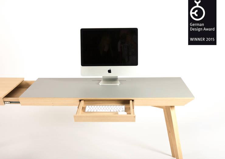 Altius Schreibtisch:  Arbeitszimmer von zweigespann – Atelier für Gestaltung