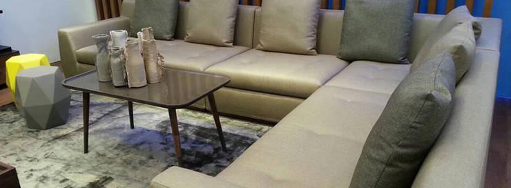 Mesa Auxiliar BOREAS: Salones de estilo  de Santiago Sevillano Industrial Design
