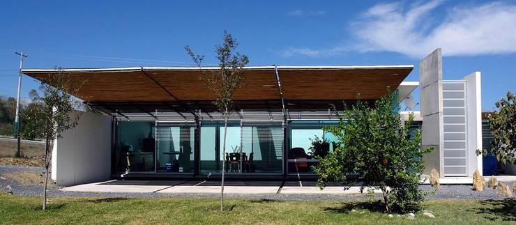 La Toscana: Casas de estilo  por mfrias arquitectura