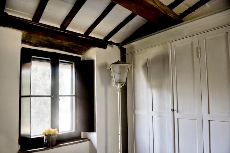 Tenuta Il Molinetto_Home Staging: Camera da letto in stile  di Archenjoy - Studio di Architettura -