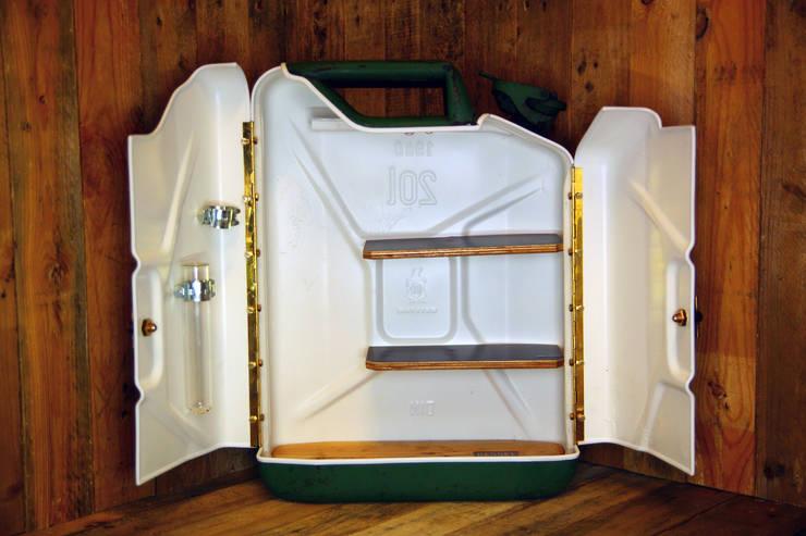 KesselTänk 20 Liter Stauraum:  Badezimmer von Kesselholz Design