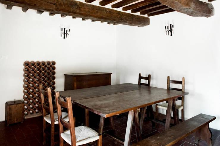 Tenuta Il Molinetto_Home Staging: Sala da pranzo in stile  di ArchEnjoy Studio , Rustico