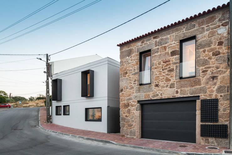 House JA - designed by Filipe Pina and Inês Costa.:   von Joao Morgado - Architectural Photography