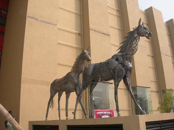 siligurry city center west bengol  india:  Artwork by mrittika,  the sculpture