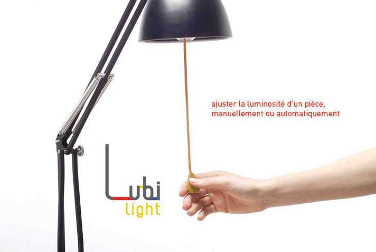 Lubi Light: Maison de style  par JUSTINE ANDRIEU