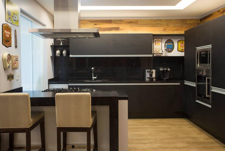apartamento Final de semana: Casas  por Rico Mendonça