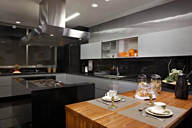 Residência Mangabeiras:   por Gislene Lopes Arquitetura e Design de Interiores
