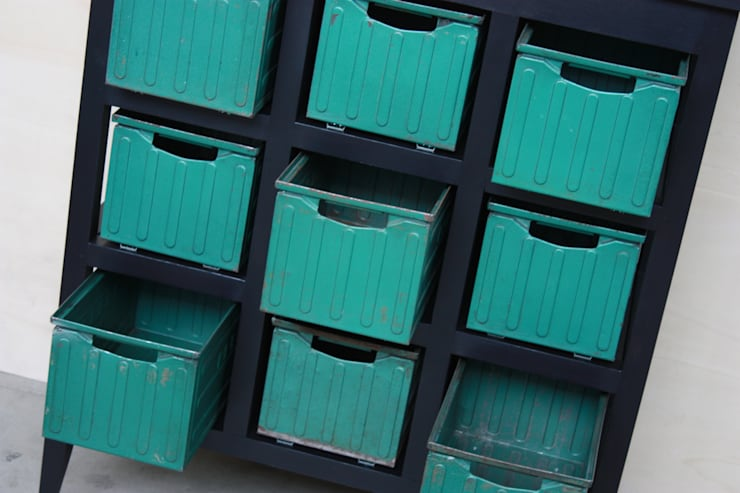 MAKE IT - Cassettiera: Camera da letto in stile  di Macrit - Materie Creative Italiane,
