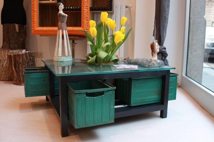 MAKE IT - Coffee Table: Soggiorno in stile  di Macrit - Materie Creative Italiane