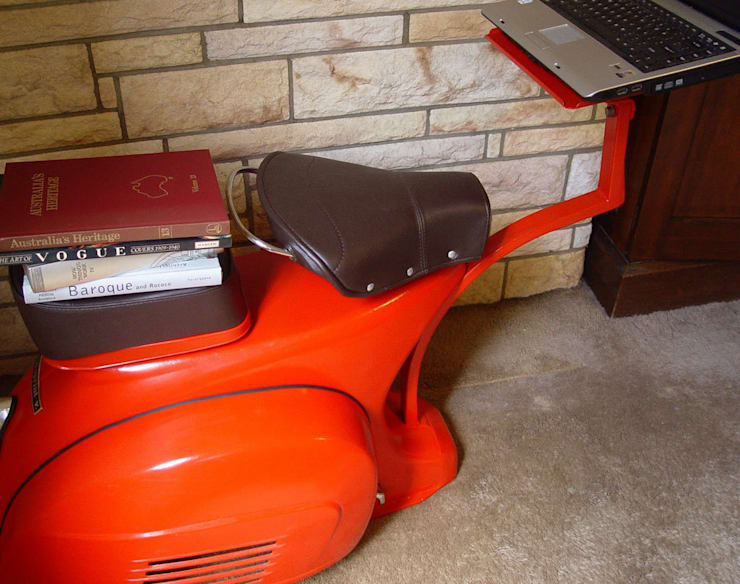 Customized Laptop Table:  Study/office by SV Designs,