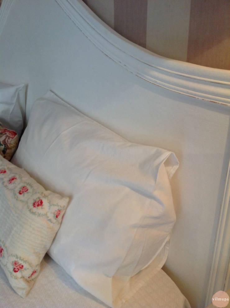 Cabecero blanco shabby chic: Dormitorios de estilo  de Vilmupa