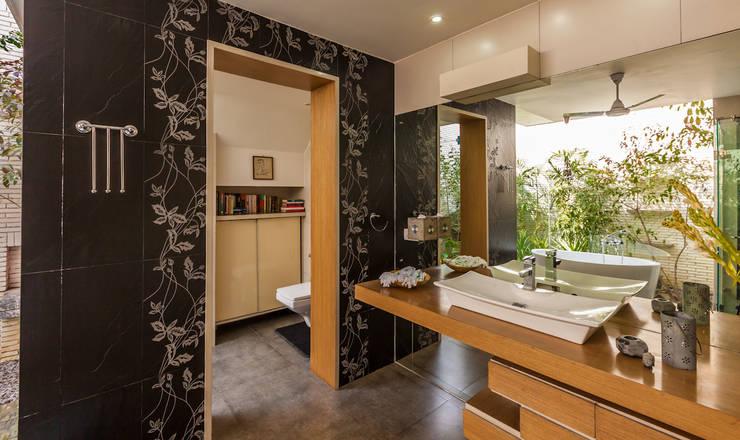 Ванные комнаты в . Автор – Kumar Moorthy & Associates
