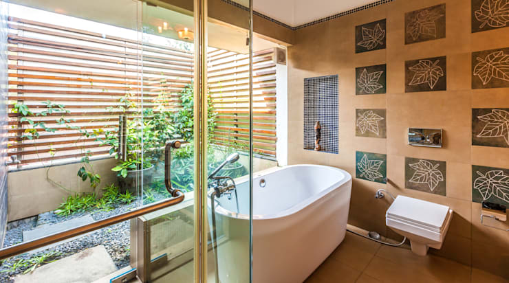 Banheiros ecléticos por Kumar Moorthy & Associates