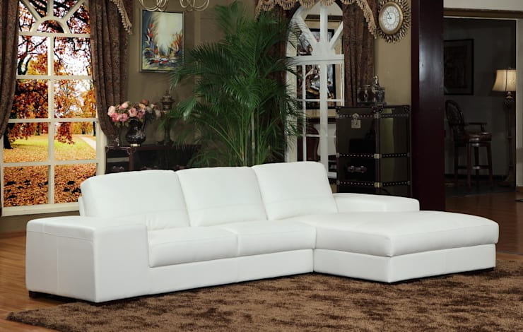 White Leather Sofa:  Living room by Locus Habitat