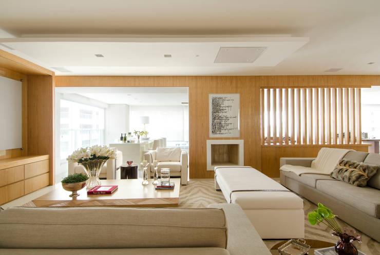 Moema: Salas de estar modernas por Prado Zogbi Tobar
