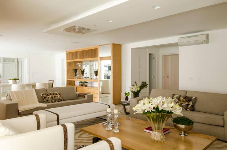 Living room by Prado Zogbi Tobar