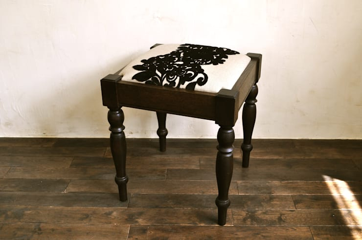 fabric stool: retourが手掛けたです。