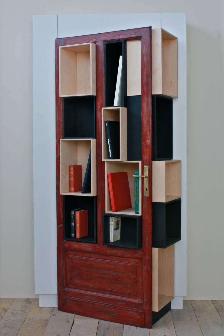 SHOW IT - PortaLibri [R]: Studio in stile  di Macrit - Materie Creative Italiane,