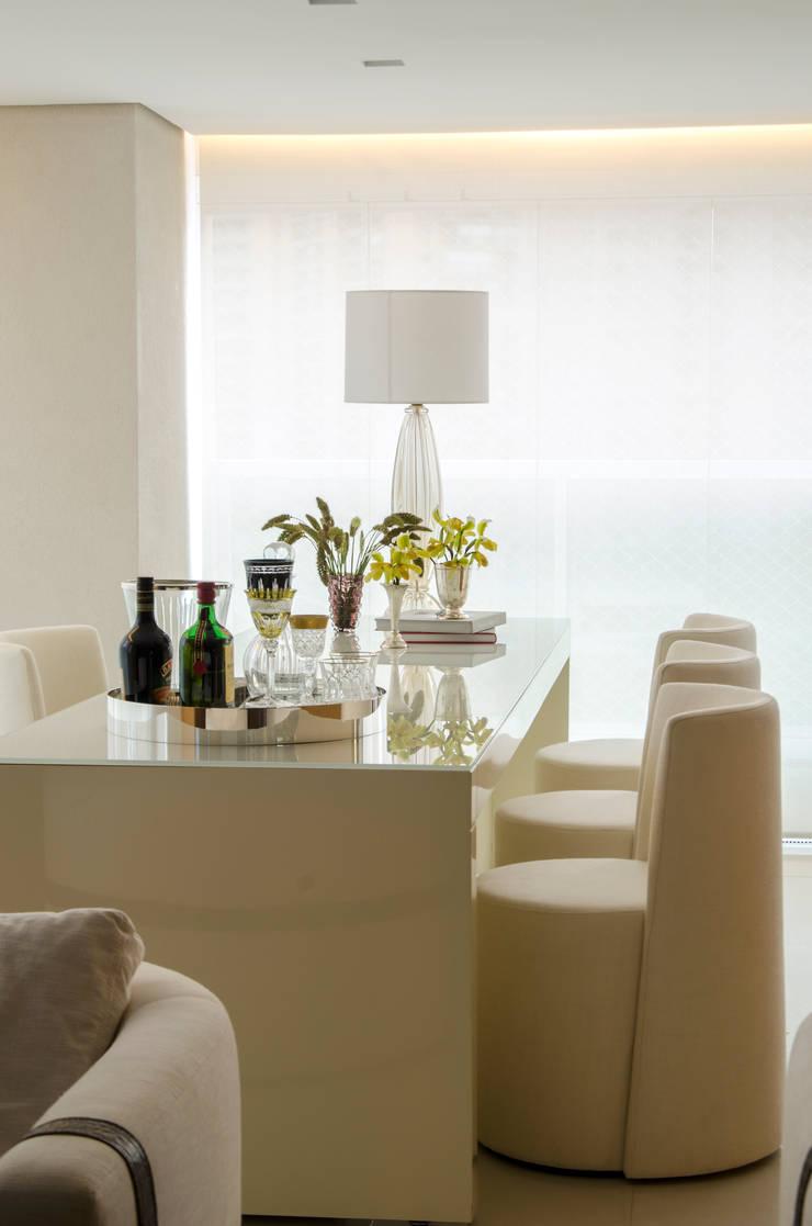 Moema: Salas de jantar modernas por Prado Zogbi Tobar