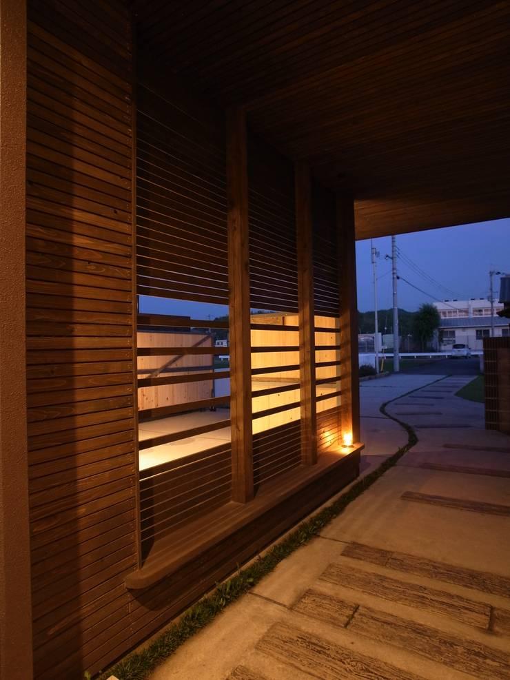 y Garage: オオハタミツオ建築設計事務所が手掛けたガレージです。