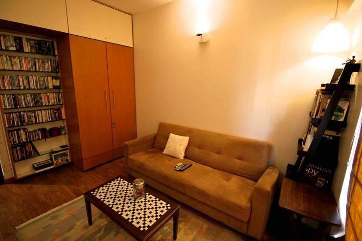 Residence at Yari Road, Versova.:   by Design Kkarma (India)