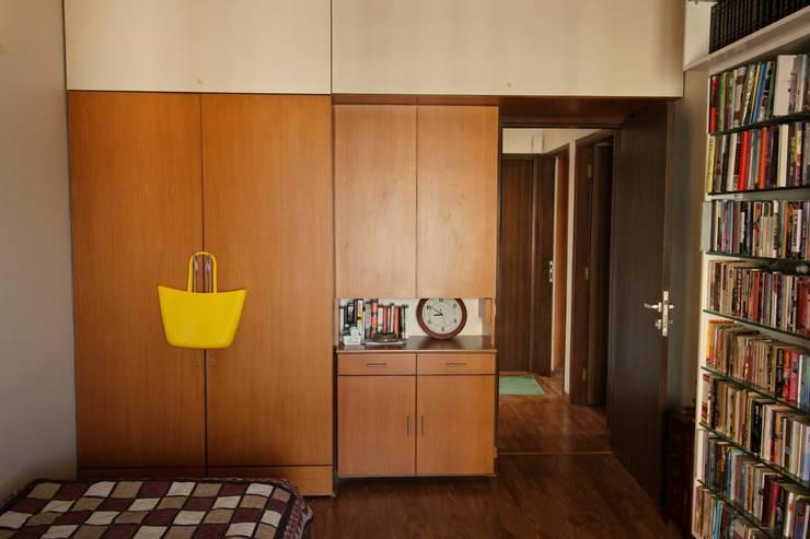 Residence at Yari Road, Versova.:   by Design Kkarma
