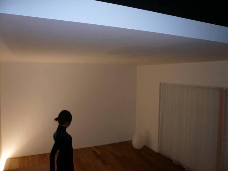 和歌浦の家: オオハタミツオ建築設計事務所が手掛けたリビングです。