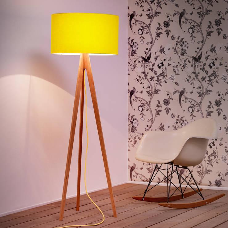 3-poot Uni-Pastellgelb: skandinavische Wohnzimmer von ik Design