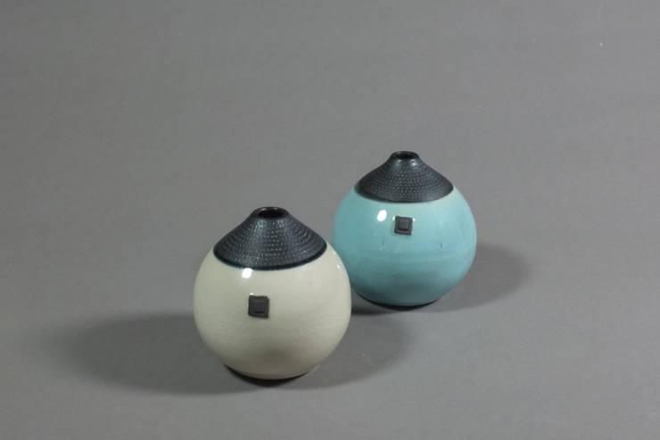 Vase boule: Maison de style  par Laurence Fontaine Ceramique