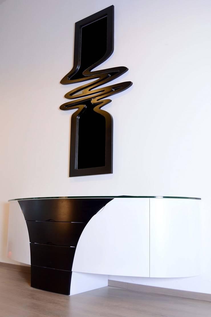 MIROIR DESIGN: Maison de style  par Atelier Verre Design