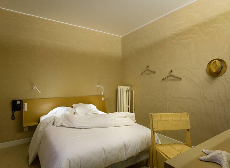 hôtel Continental: Hôtels de style  par PASCALINE DE GLO DE BESSES