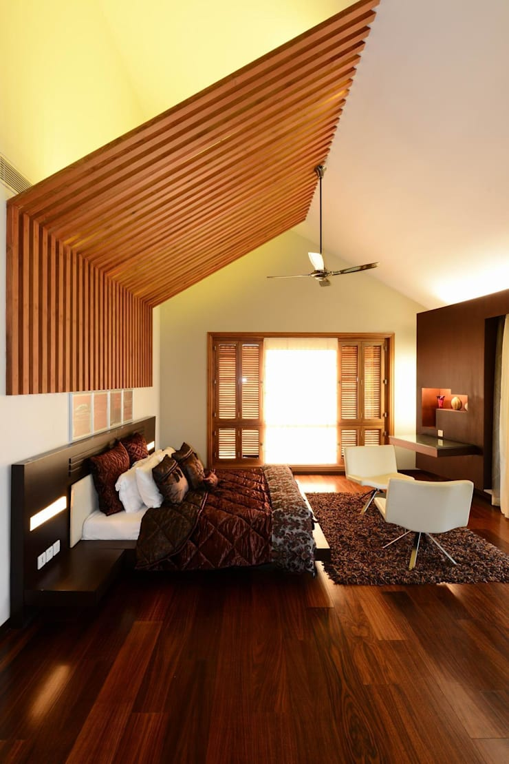 PRIVATE RESIDENCE AT KERALA(CALICUT)INDIA: classic Bedroom by TOPOS+PARTNERS