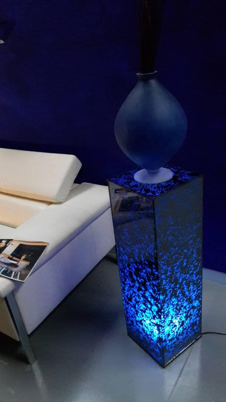 Colonne OXYGENE: Maison de style  par Atelier Verre Design