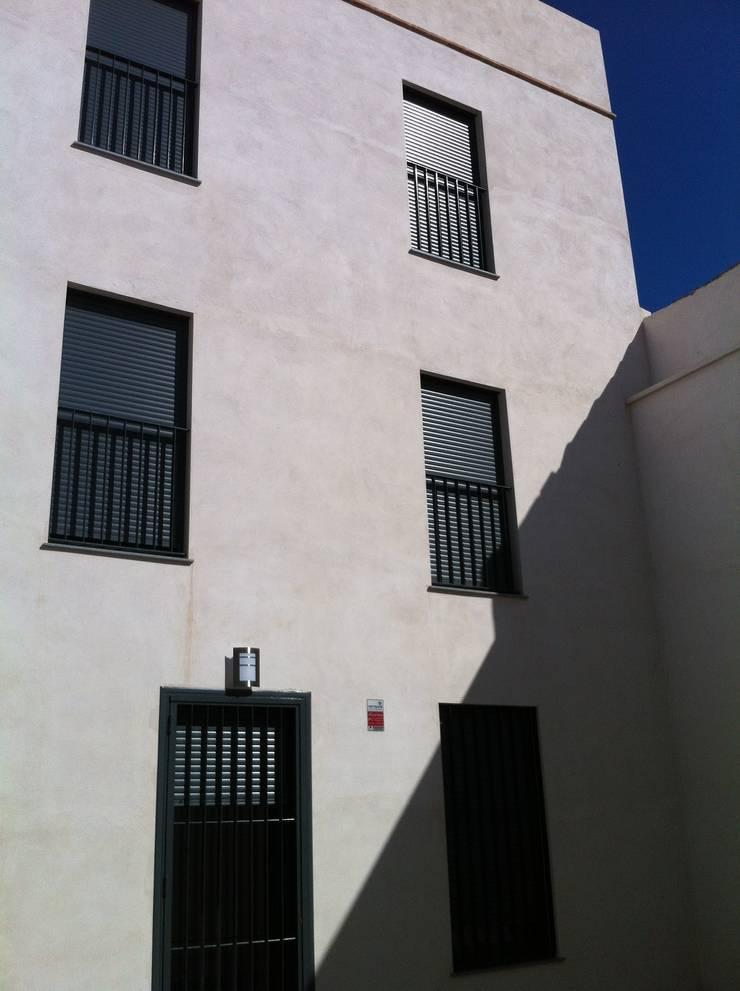 FACHADA TRASERA: Casas de estilo  de miguel cosín