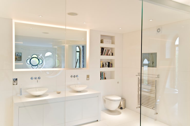 Bathroom AV solutions:  Living room by London Residential AV Solutions Ltd
