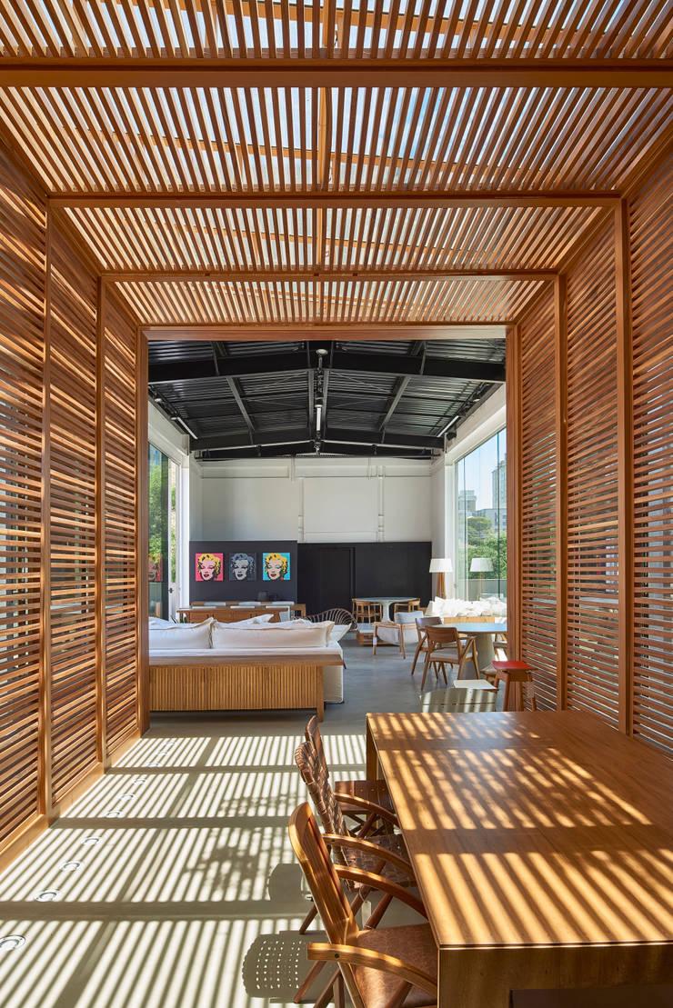 LOJA TETUM:   por Eduarda Corrêa Arquitetura & Interiores ,Moderno