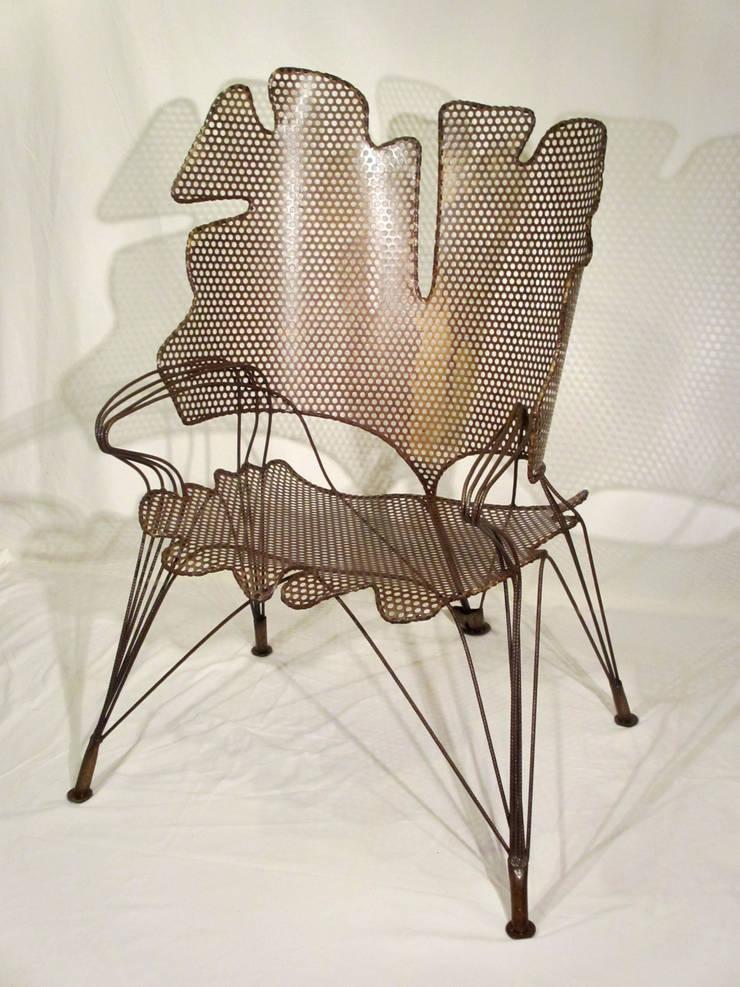 """Grand Fauteuil """"Feuillages de Ginkgo"""": Maison de style  par Artiste Sculpteur, Designer et Artisan d'Art"""