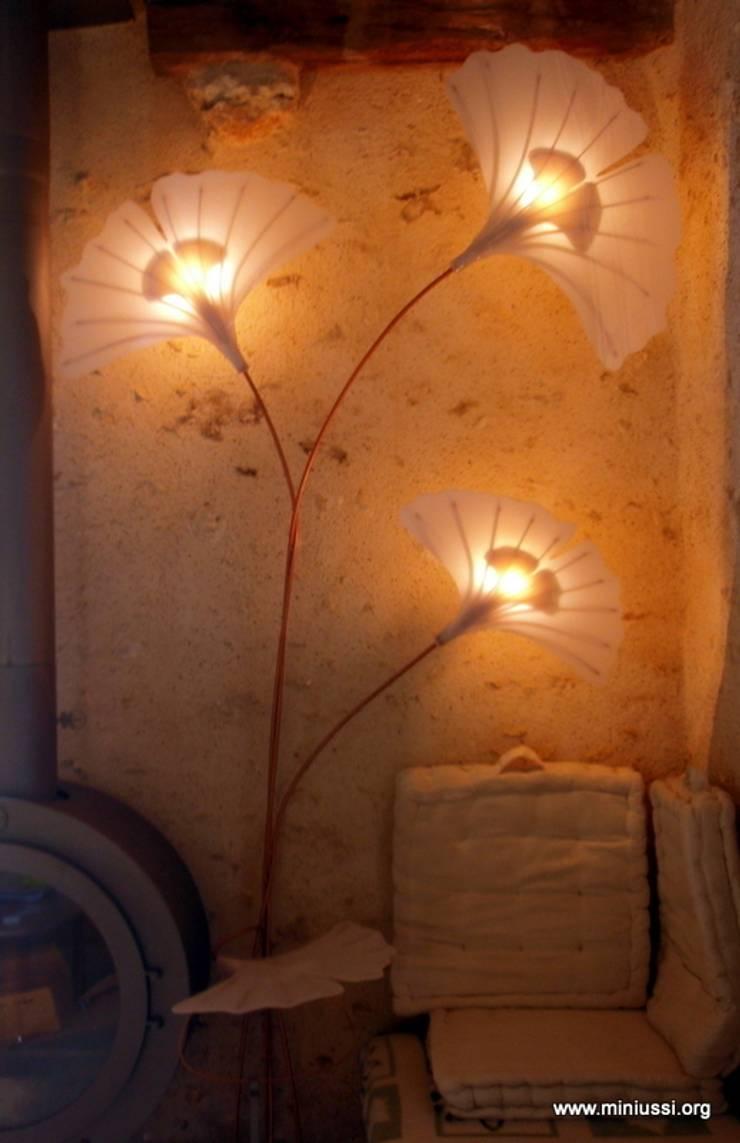 """Luminaire N°1 """"Feuillages de Ginkgo"""": Maison de style  par Artiste Sculpteur, Designer et Artisan d'Art"""