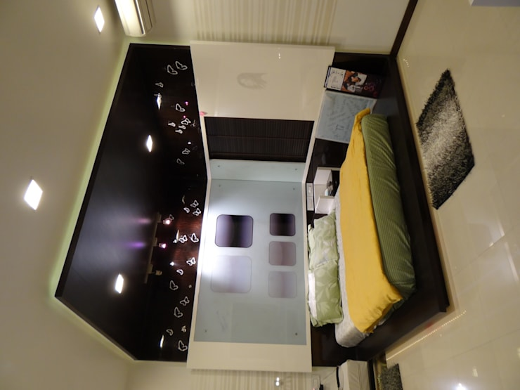 Bedroom For Mr.Varun:   by Hasta architects