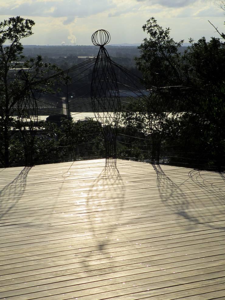 Poupées Dansantes: Terrasse de style  par Artiste Sculpteur, Designer et Artisan d'Art